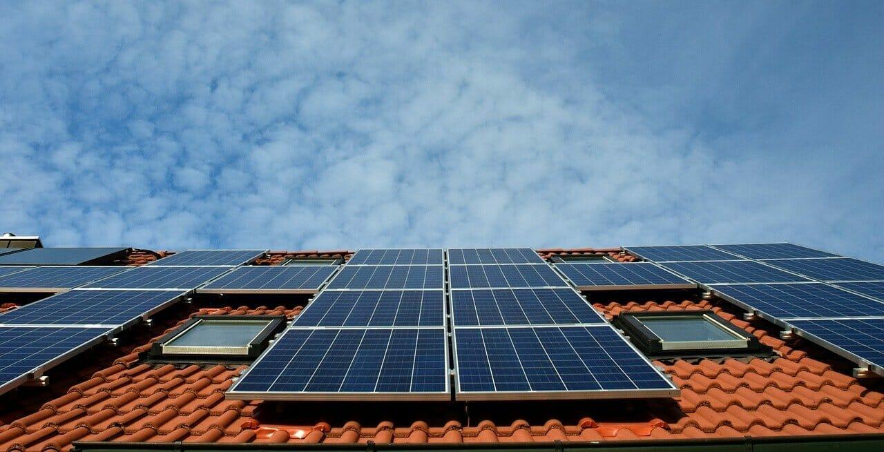 Po pierwszym dachu fotowoltaicznym w Polsce, przyszedł czas na… kolorowy dach solarny