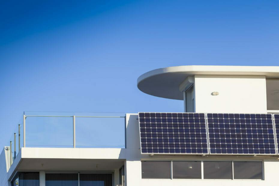 Panele solarne na tarasie